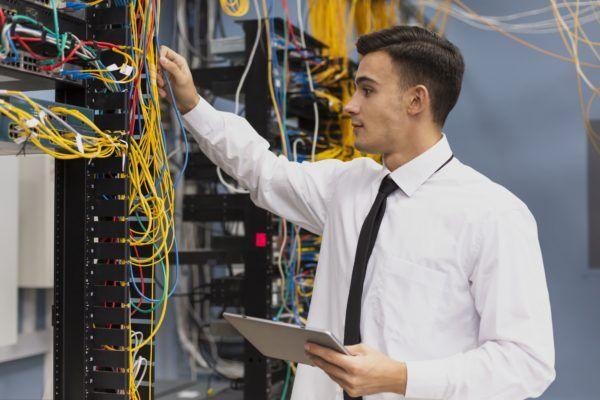 Eine Fachkraft für Elektrosicherheit muss immer schriftlich bestellt werden. Fordern Sie jetzt Ihr Zertifikat online bei uns an!